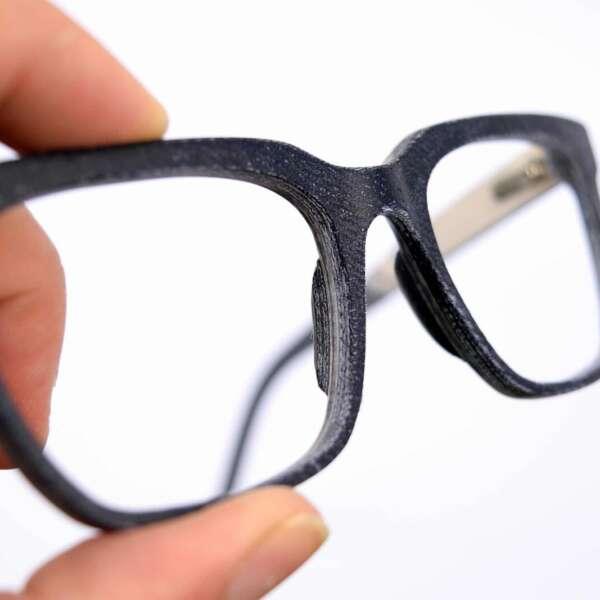 Upcycling Jeans Brille Oberfläche
