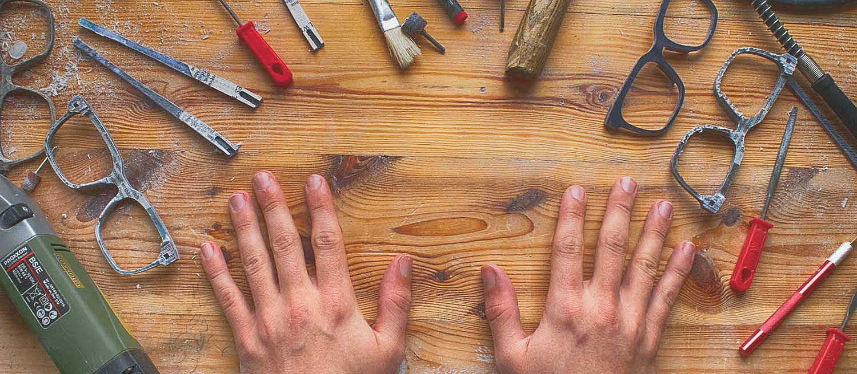 ein werkbank mit Werkzeug